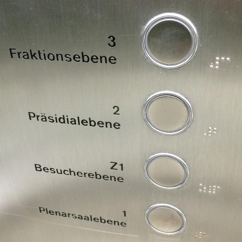 Im Aufzug durchs Abgeordnetenhaus