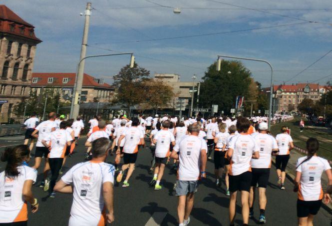 2.000 Läufer auf der Halbmarathon-Strecke